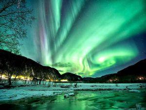 magical-aurora-borealis-wallpapers-2560x1920